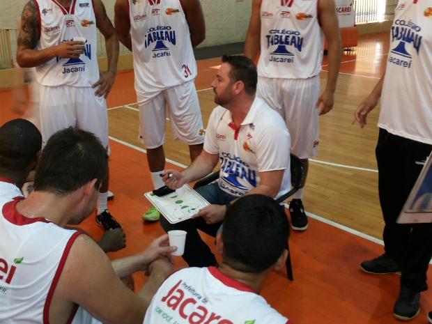 Jacareí Basketball bate Rio Preto e segue invicto na liderança do Paulista