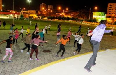 Hoje  é dia de aula de ginástica com dança e ritmos no Parque da Cidade
