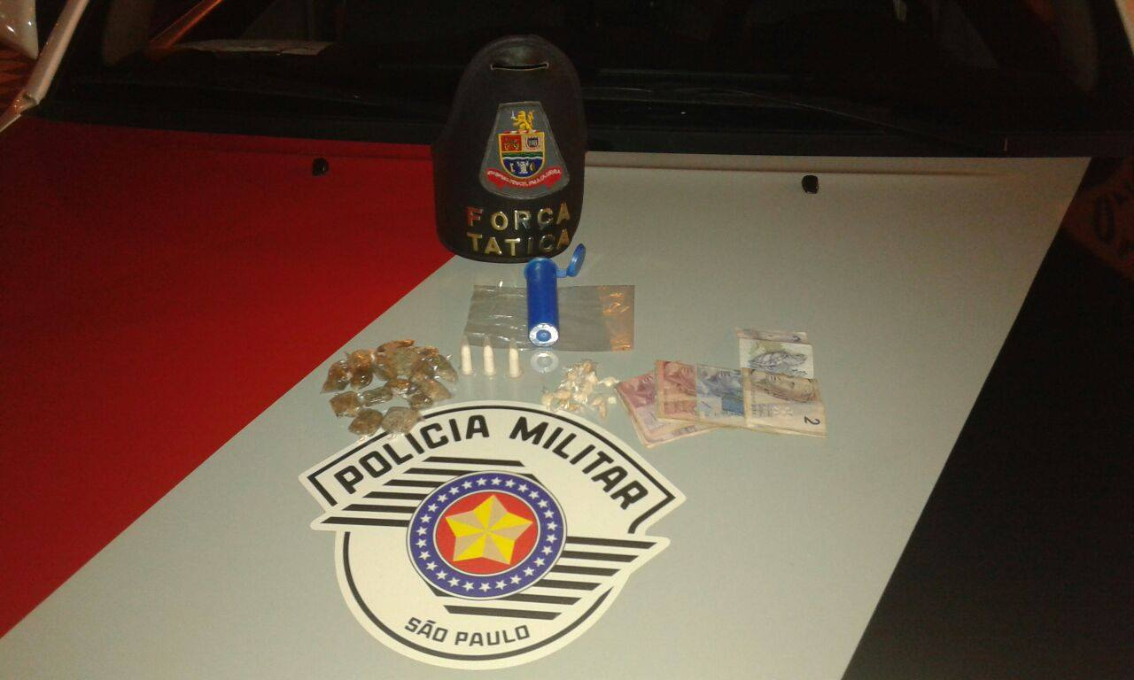 Jovem de 20 anos que guardava drogas em caixinha de chocolate MM é preso em Jacareí