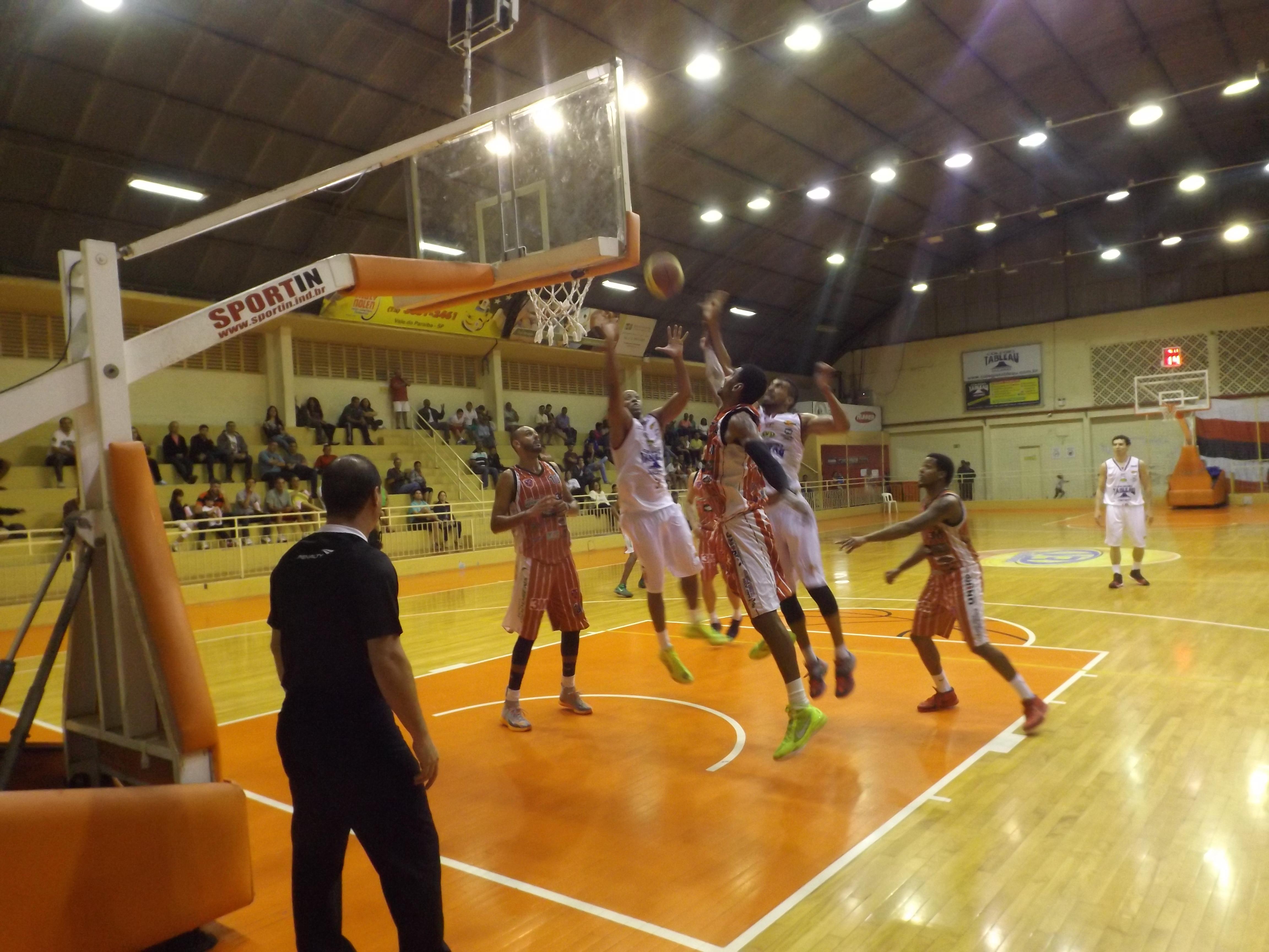 Jacareí Basketball recebe Lins hoje