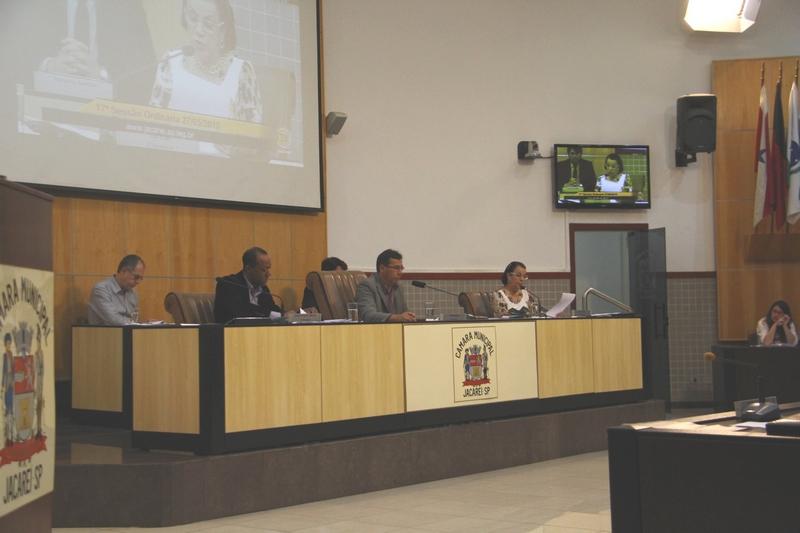 Vereadores vetam projeto que permitiria cidadão denunciar uso abusivo de água