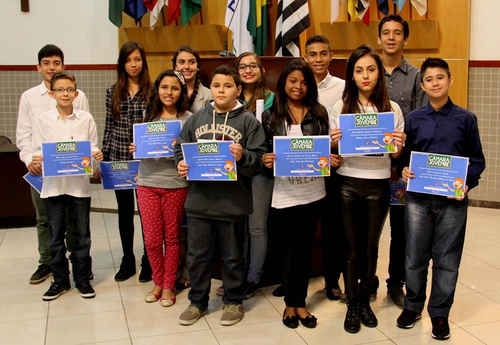 Vereadores do projeto Câmara Jovem tomam posse em Jacareí