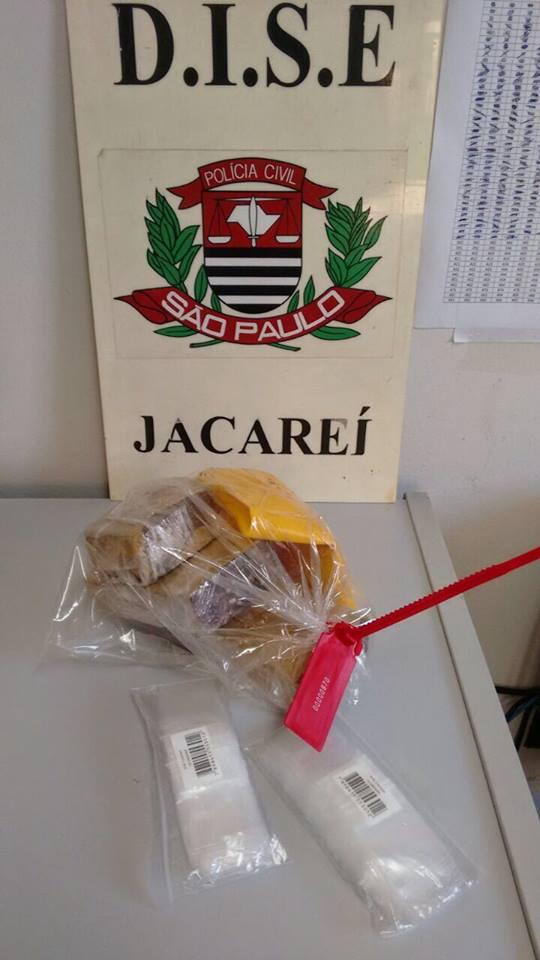 Dise de Jacareí prende jovem que guardava droga no guarda-roupa