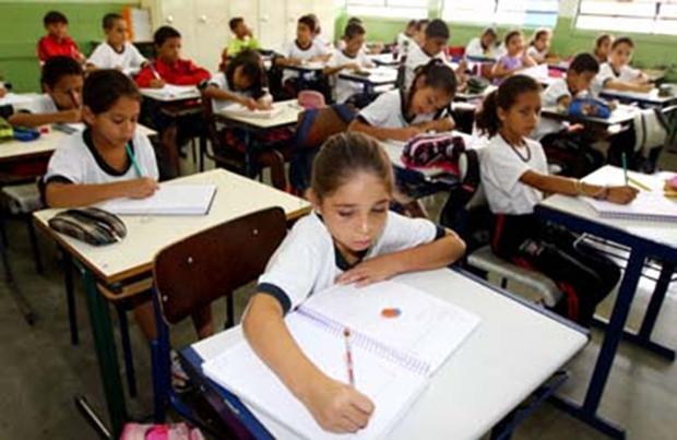 Pelo 2° ano consecutivo, alunos de Jacareí começam as aulas sem receber uniformes