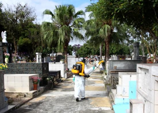 Prefeitura realiza manutenção e limpeza de cemitérios municipais