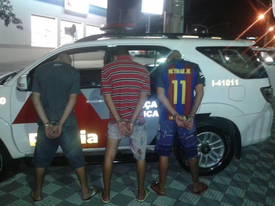 Trio é detido com arma e drogas no carro em Jacareí