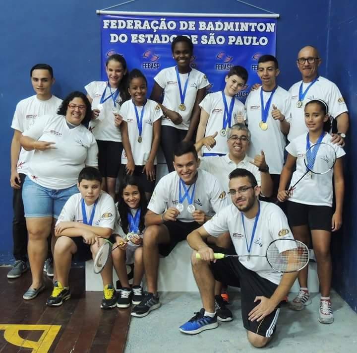 Jacareí conquista 17 medalhas em torneio de Badminton
