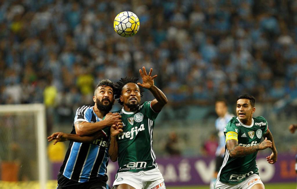 Palmeiras empata, mas permanece na liderança do Brasileirão