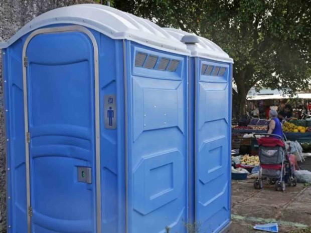 Valmir questiona prefeito por faltas de abrigo em pontos de ônibus e banheiros químicos em feiras livres
