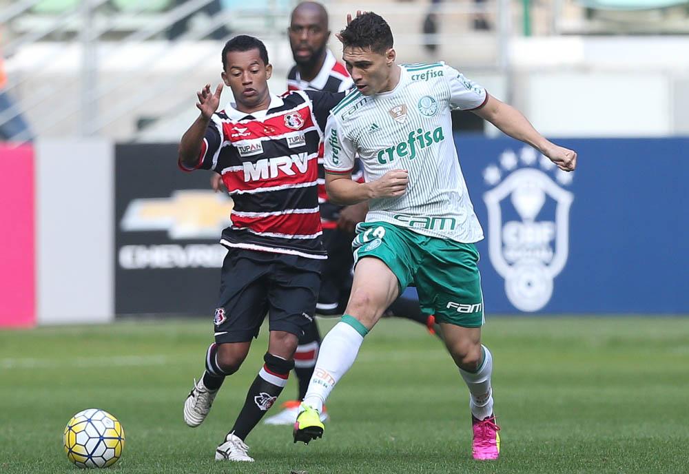 Palmeiras vence e mantém a liderança, Flamengo tropeça