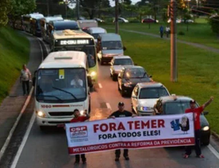 Manhã de quarta-feira começa com manifestações na região