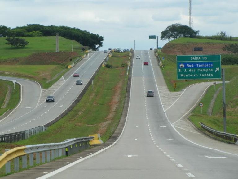 Sete pessoas ficam feridas em acidente na Carvalho Pinto
