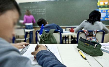 Ensino fundamental e médio na rede pública tem queda de matrículas em 2017