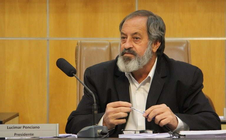 Vereador questiona prefeitura sobre obras não realizadas na região oeste e falta de água no Mercadão