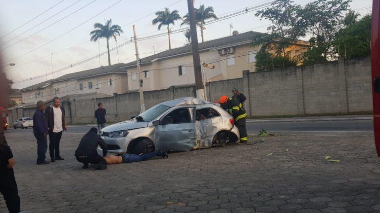 Duas pessoas ficam feridas e uma morre em acidente em Jacareí