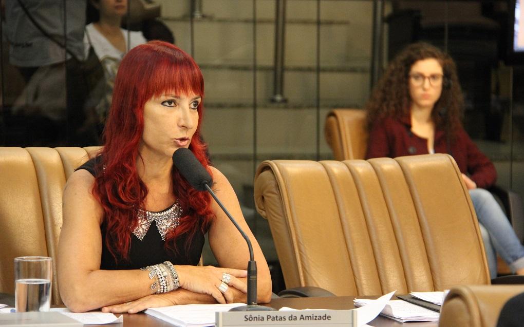 Vereadora questiona Prefeitura sobre alimentação de alunos na EMEI