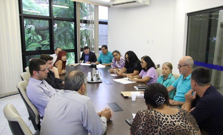 Vereadores e sindicatos dos servidores discutem projetos de reestruturação salarial