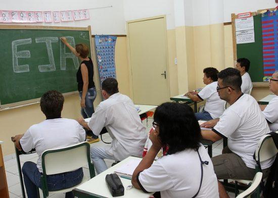 Matrículas para Educação de Jovens e Adultos continuam abertas em Jacareí