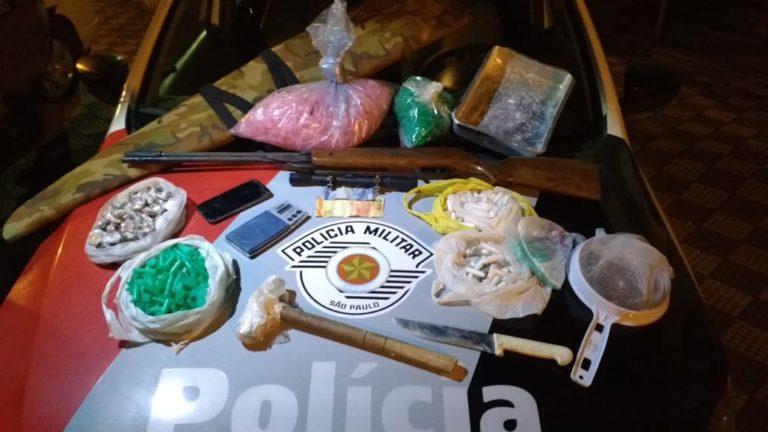 PM prende traficante e encontra droga enterrada em Jacareí