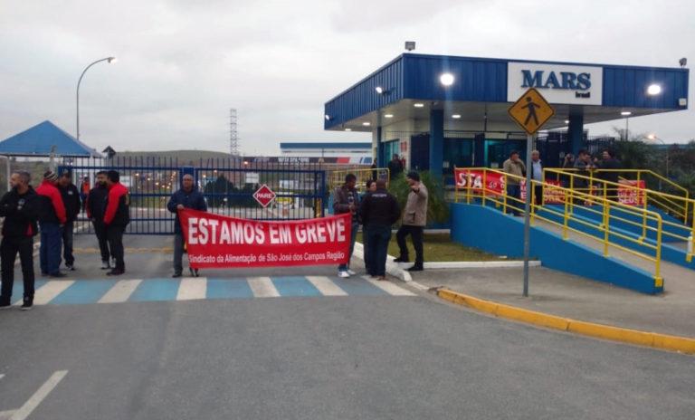 Trabalhadores da Mars Brasil entram em greve por PLR maior
