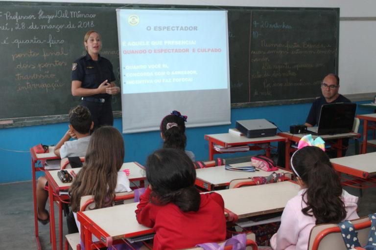 Segurança na internet é tema de palestra em escolas municipais