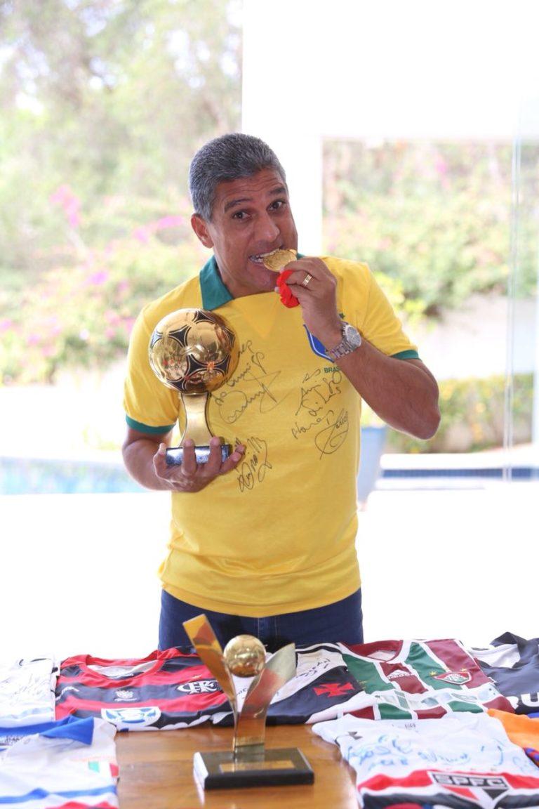 Ex-jogador da Seleção Brasileira visita igreja em Jacareí neste domingo
