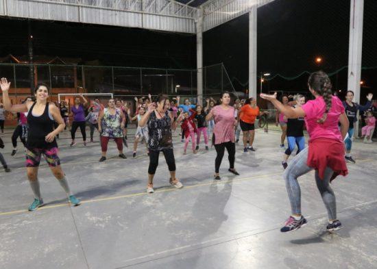 Parque da Cidade tem aula especial de dança em homenagem ao 'Outubro Rosa'