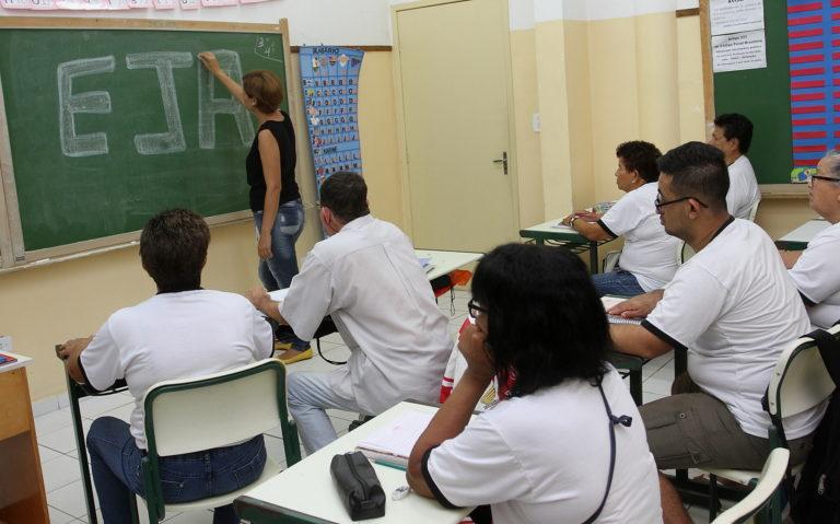 Matrículas estão abertas para novos alunos de EJA