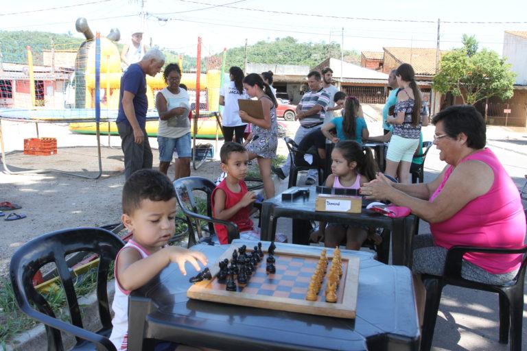Crianças do 22 de Abril se divertem  no primeiro dia do 'Agita Férias'