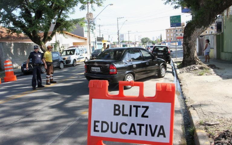 Avenida Pereira Campos recebe blitz sobre educação no trânsito