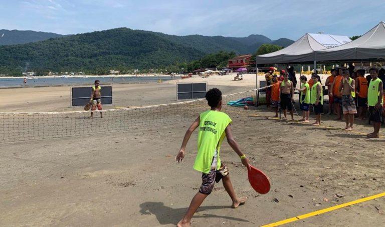 Programa leva crianças de Jacareí à praia