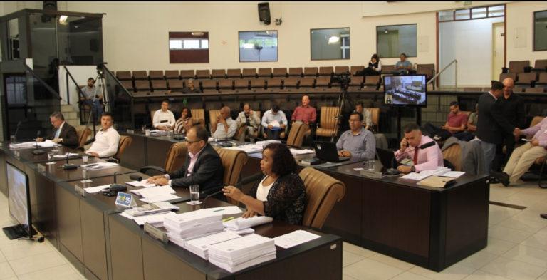 Vereadores mantém pareceres do TCE e rejeitam contas da Prefeitura de 2006, 2011 e 2012