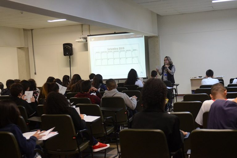 Alunos da rede municipal participam de simulação da ONU