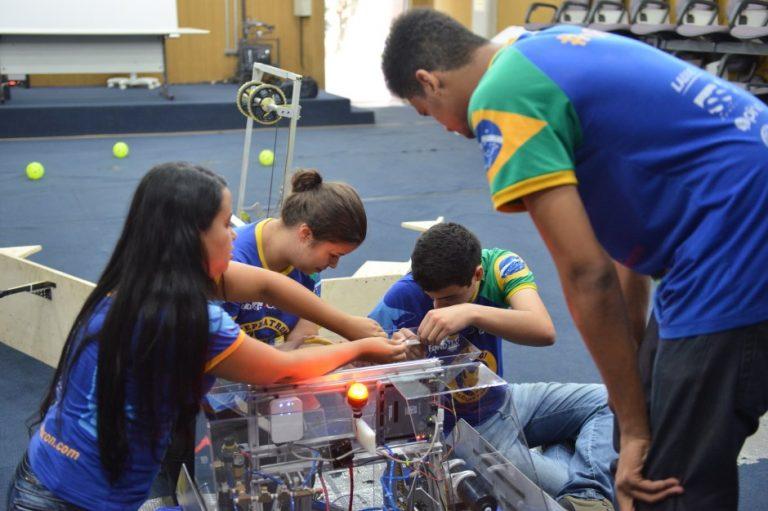 Equipe da região se prepara para competição nacional de robótica