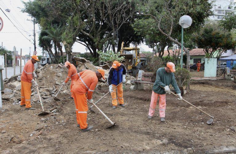 Praça da rua Chiquinha Schurig passa por revitalização