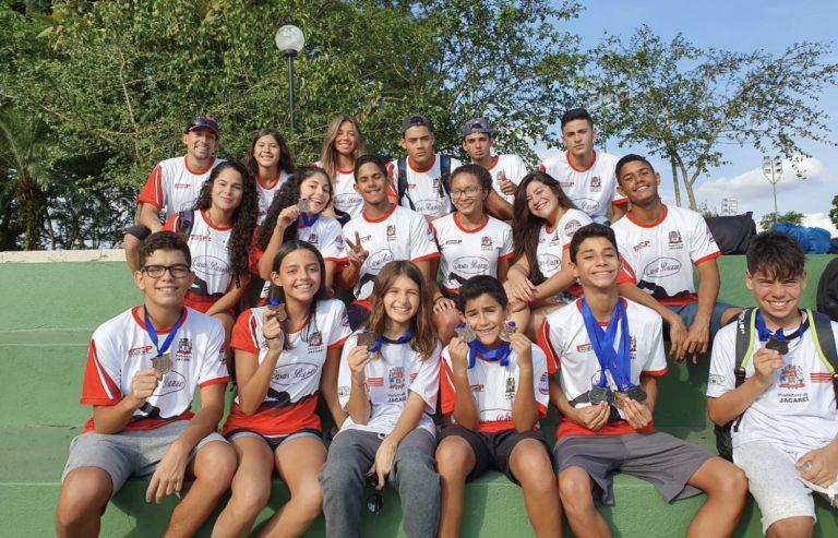 Nadadores jacareienses são  destaques em competição