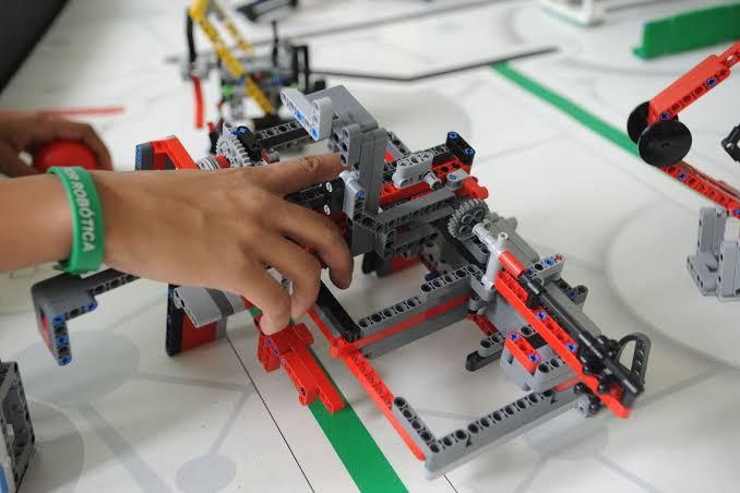 Universidade de Jacareí realiza Fórum Internacional de Robótica