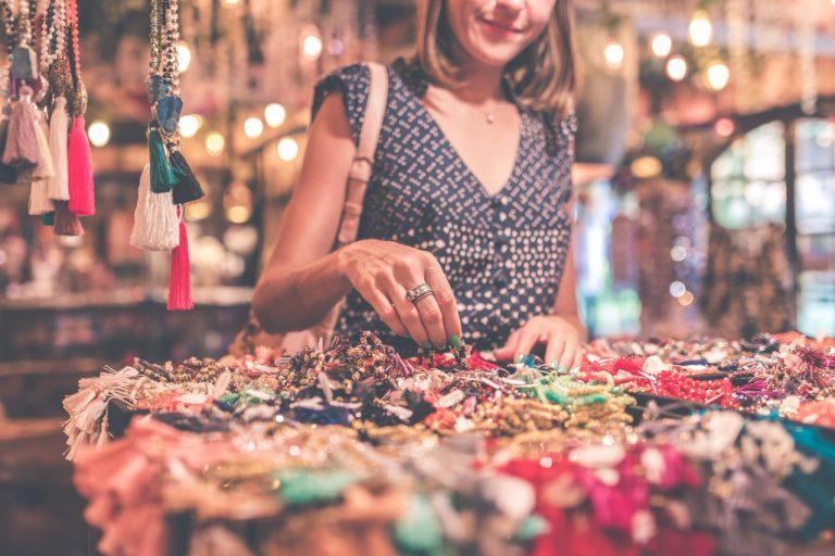 Feira com trocas de peças de vestuário é atração em Jacareí neste sábado