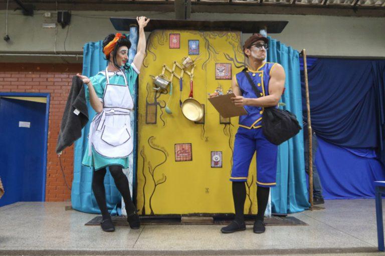 Educação financeira é tema de espetáculo de humor gratuito em Jacareí