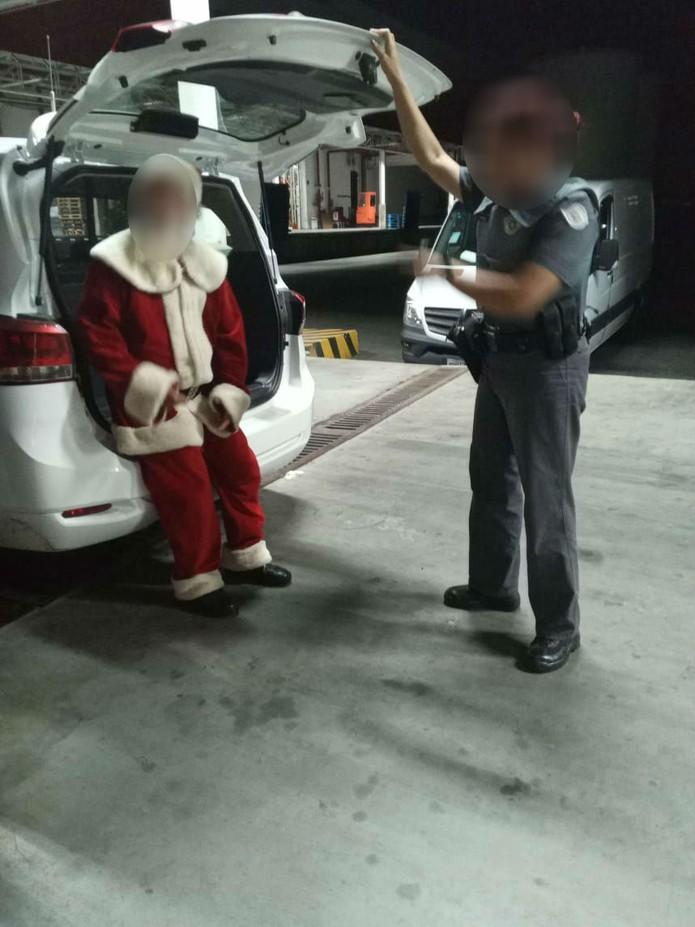 Papai Noel é preso acusado de mostrar vídeo pornô para meninas em shopping de São José dos Campos
