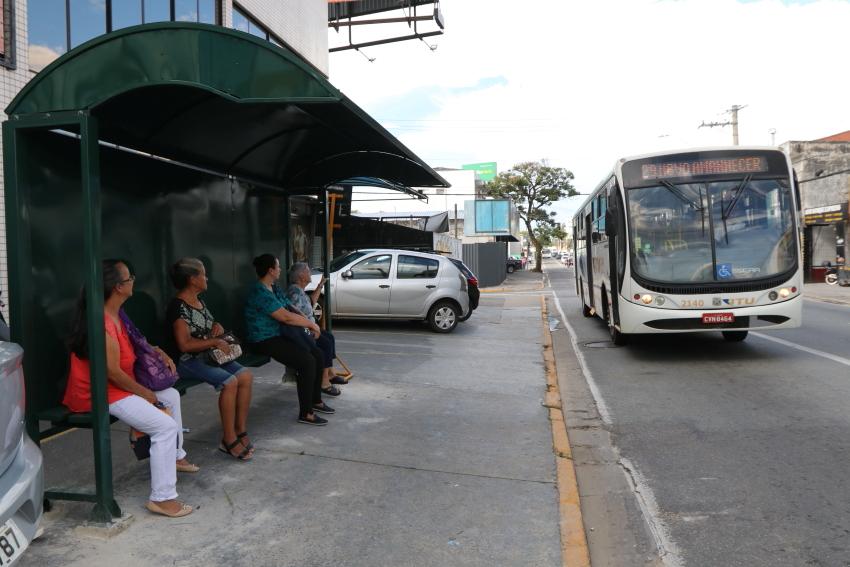 Após notificação da Prefeitura, JTU instala  novo abrigo de ônibus na Av. Siqueira Campos