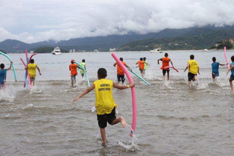 Programa de Jacareí leva mais de 300 crianças para a praia