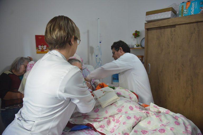 Programa de atendimento domiciliar é ampliado em São José; veja como funciona