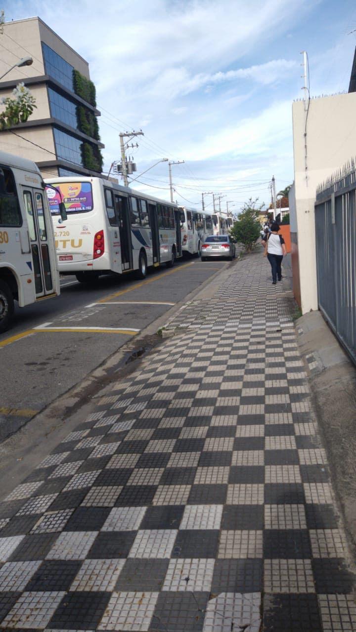 Motoristas de ônibus protestam contra corredores em Jacareí