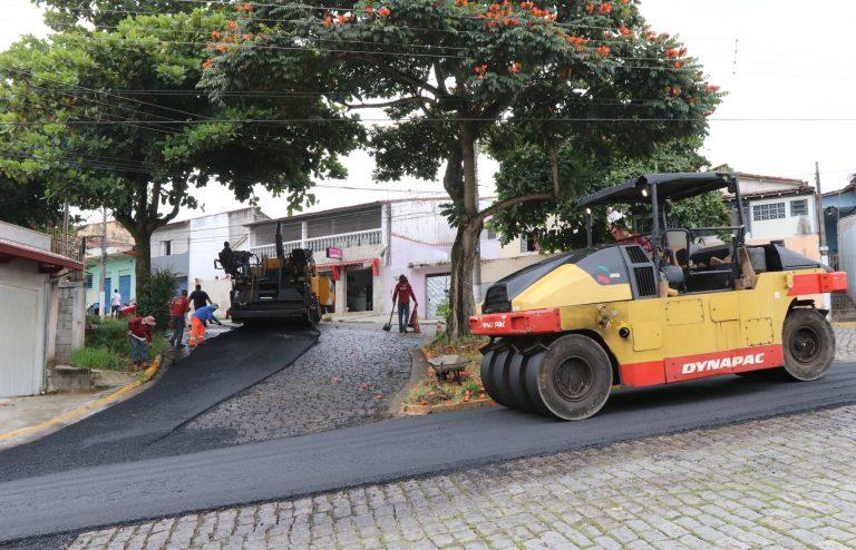 Avenida Vale do Paraíba, no Parque Santo  Antônio, recebe obra de recapeamento