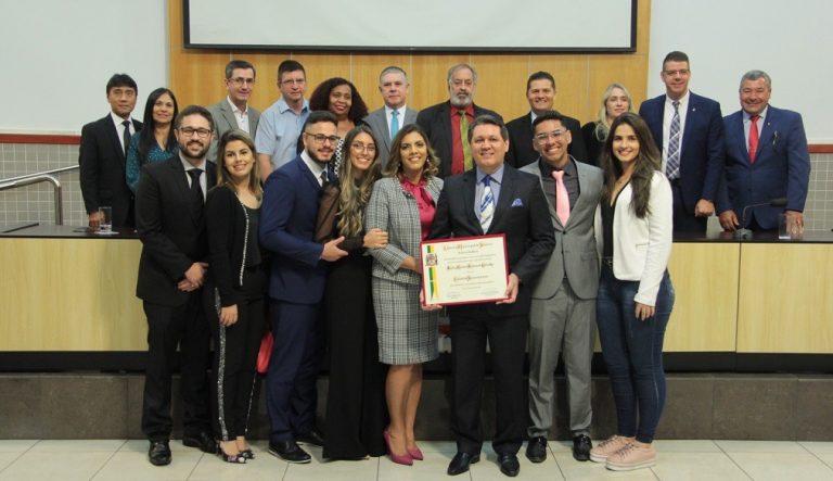 Pastor de igreja evangélica recebe título de cidadão jacareiense