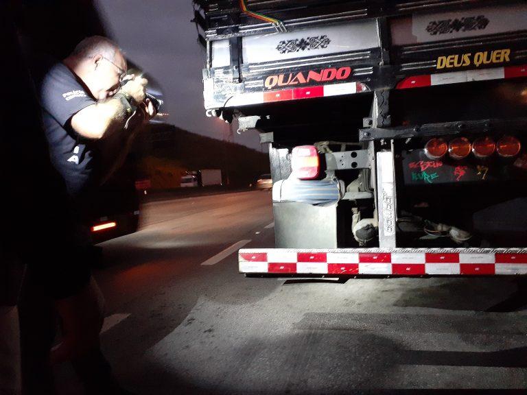 Operação contra evasão de pedágio na via Dutra, em Jacareí, flagra cinco caminhões