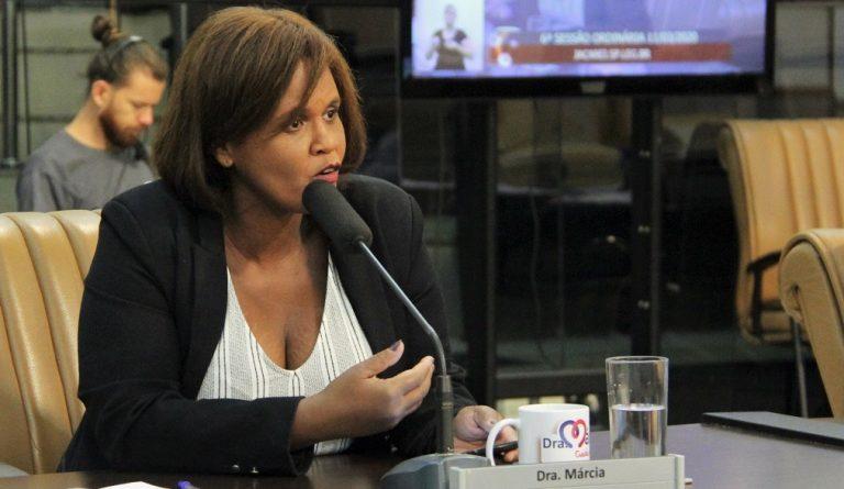 Vereadora questiona Secretaria de Saúde sobre frota reduzida para transporte ambulatorial