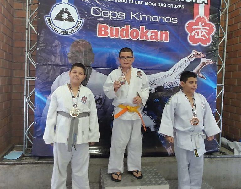 Judô de Jacareí conquista ouro, prata e bronze no troféu Kimura