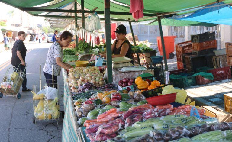 Feiras livres e Mercado Municipal continuam em atividade
